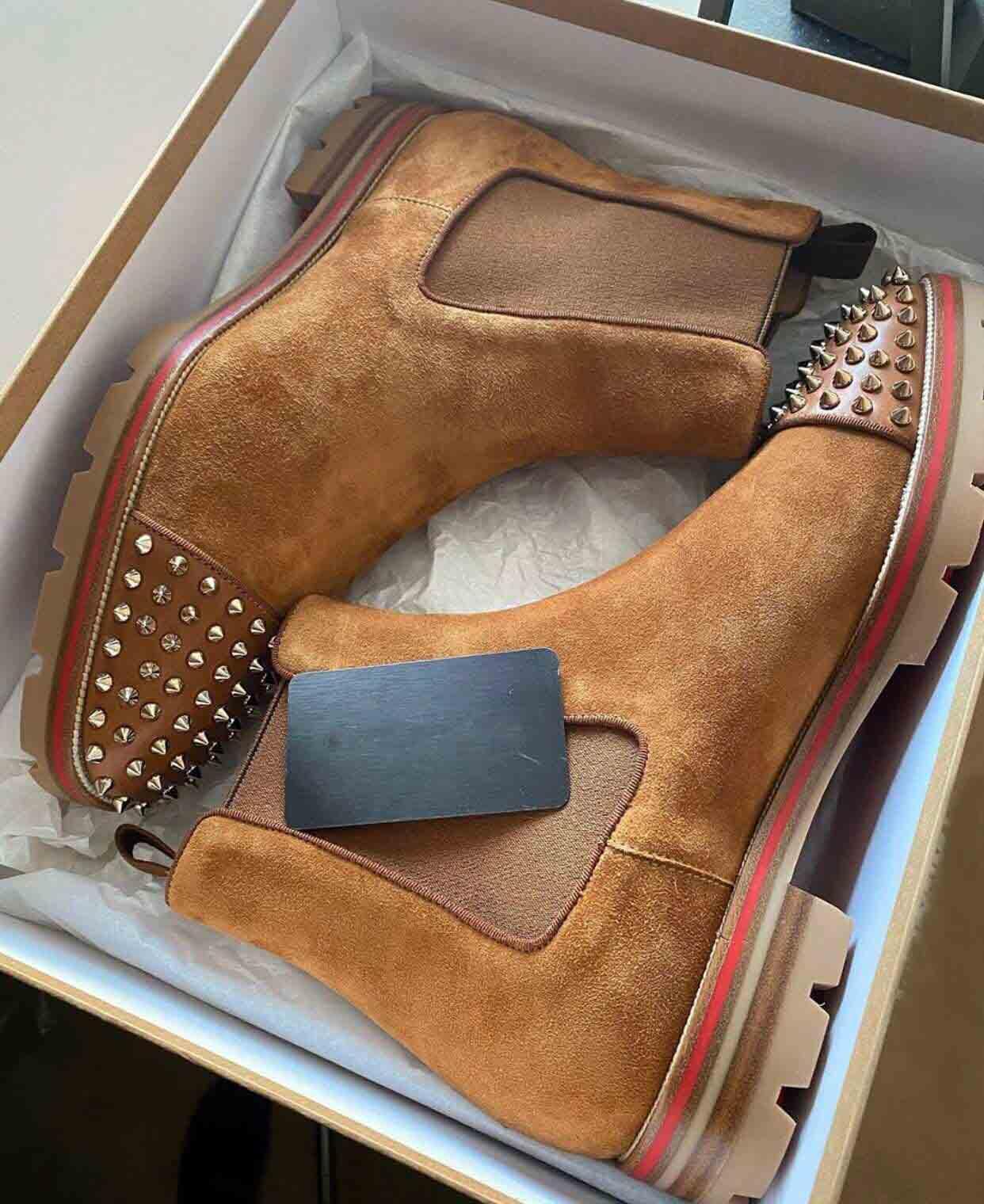 Мода стиль мужские шипы красные нижние сапоги кроссовки мужские ботинки Spikes замшевые кожаные красные подошвы мужские туфли супер идеальный дыня мотоцикл лодыжка добыча для человека
