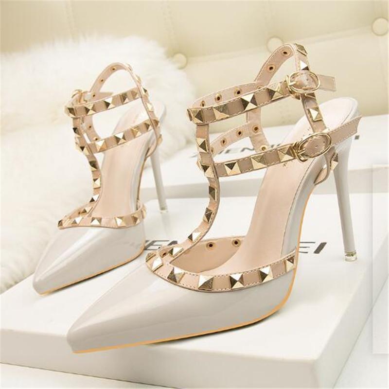 2020 NEW 10CM НАСОСЫ моды заклепки дамы заостренный мелкий рот высокой пятки одиночные ботинки женские летние новые сандалии в стиле