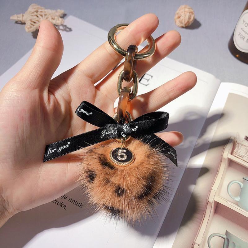 Chaînes de fourrure de luxe Mink Pompon avec ruban Charms Porte-clefs Trinket Sacs ornements voiture pour fille Pendentif cadeau Porte-clés