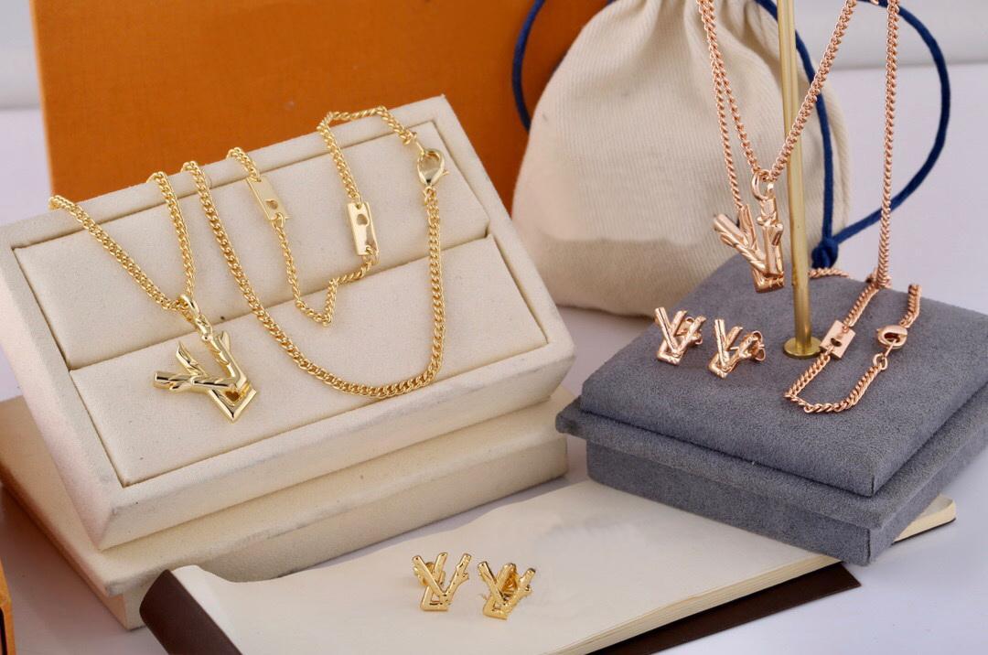 Европа Америка Мода Стиль Ювелирных Изделий Наборы Мужчины Леди Женщины Выгравированные V Инициалы Twig Ожерелье Серьги Серьги (1 смотрит) MP2456