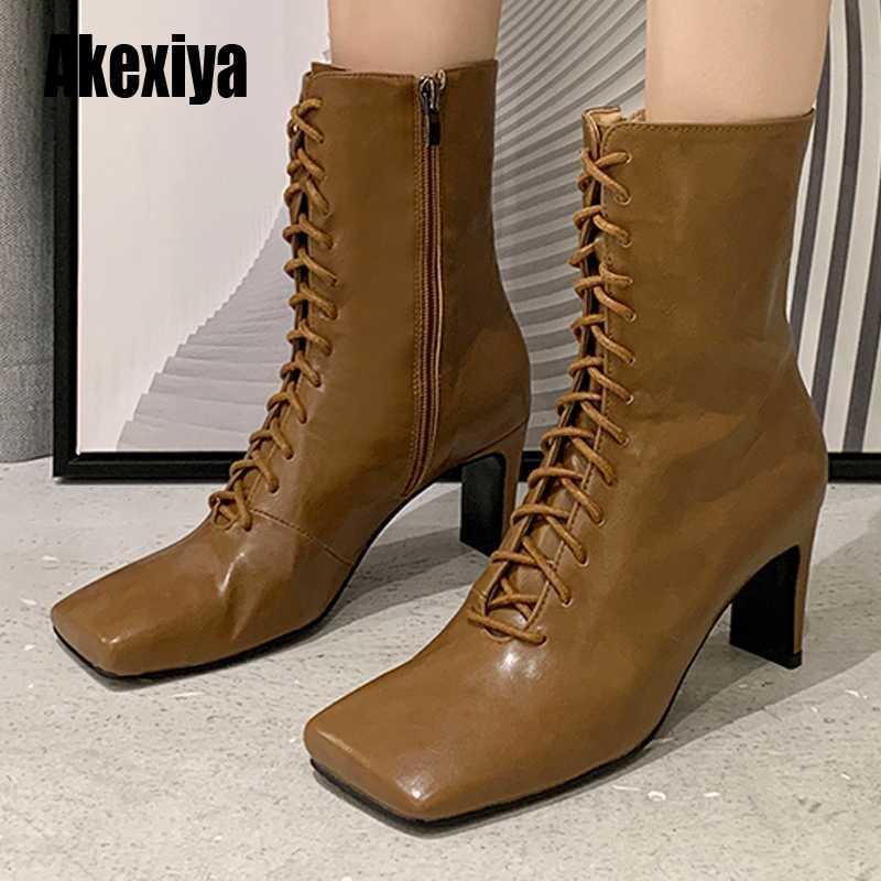 Las mujeres de cuero botas de moda de los altos talones Invierno Lace Up Botas mujer del dedo del pie cuadrado de la altura del tobillo Mujer Zapatos de tacones u964
