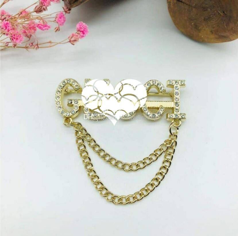 Chaîne de strass européen et américain Broche Mesdames Letter Costuple Pin Pin Mode Mode Modèle Bijoux Cadeau Gratuit Livraison Gratuite