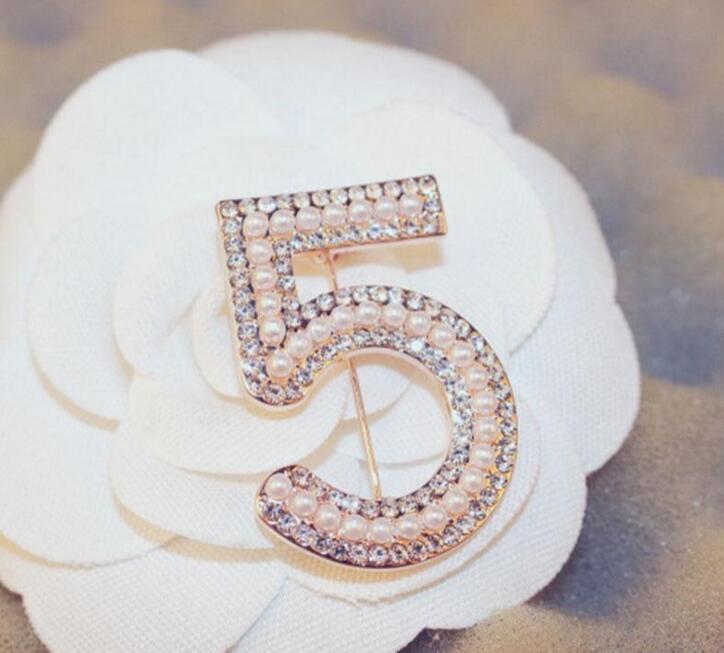 NEW ذهبية فضية اللون الزينة رسالة 5 كريستال حجر الراين كامل دبابيس للحزب المرأة زهرة اللؤلؤ عدد بروش المجوهرات بالجملة DHLGol