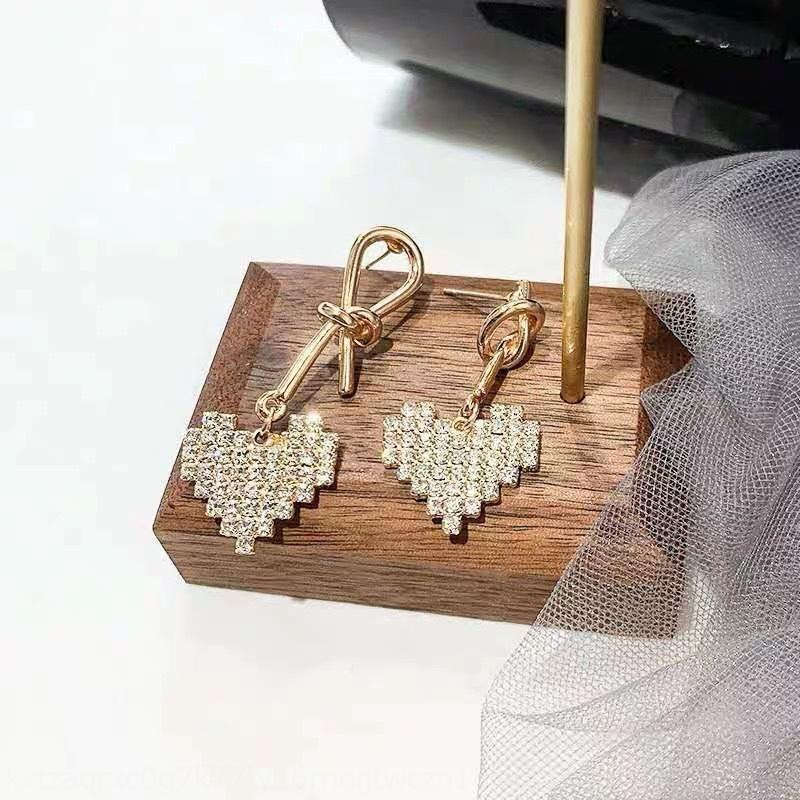 Kakgz 2020 neues High-End asymmetrisches Herz mit Knoten Diamanten Naht Diamanten und Allgleiches Ohrringe Herz Ohrringe für Frauen
