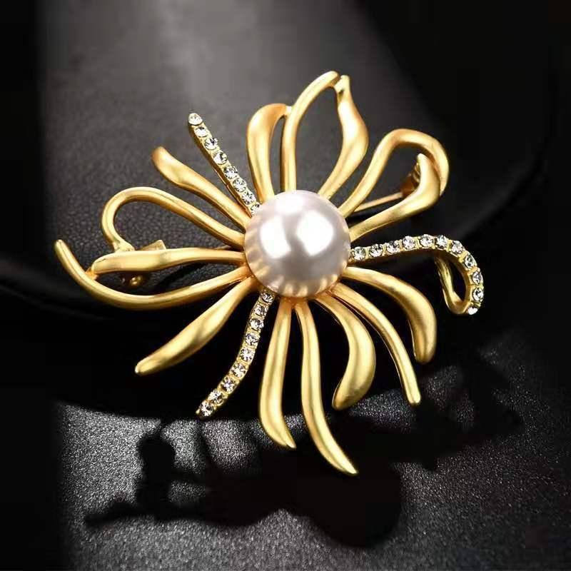 La haute qualité coréenne cerf feuilles d'arbre corail perles Broches Vêtements de Noël ya jin costume pin vêtements perle pi jian corsage oi9bj oi9b