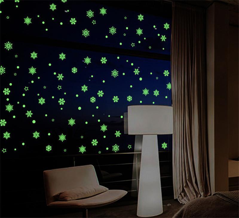 Camera da letto di Natale luminoso Adesivi Snowflake fluorescente Xmas Wall Sticker Buon per bambini Decorazione di Natale di trasporto del DHL