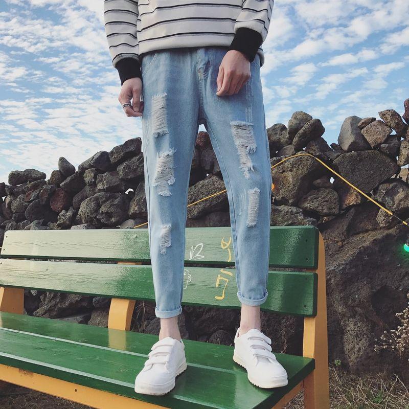 İlkbahar ve yaz beyaz delikler yıkanmış Gençlik All-maç erkekler kırpılmış kot ve kot Kore tarzı zayıflama ayak bileği pantolon moda