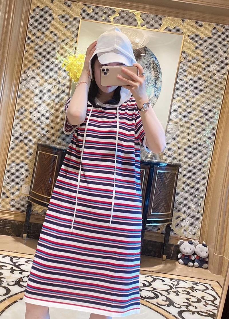 V7vga Europeia 2020 vestido de verão nova moda casual com capuz horizontal bar correspondência de cores temperamento vestido Ice Silk 0618