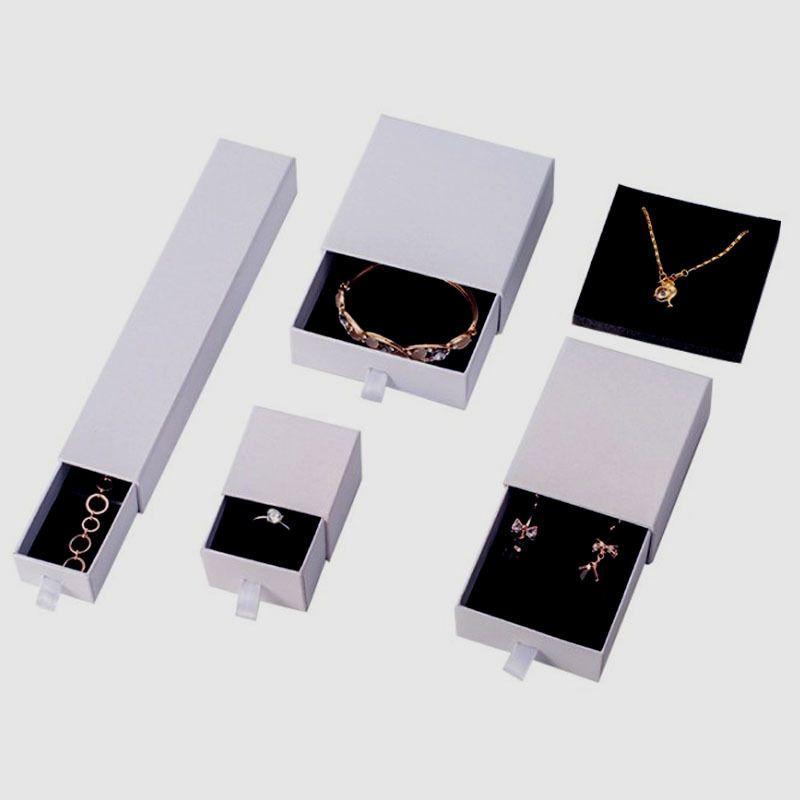 Индивидуальный логотип белого ящика Box серьги ювелирных изделий Упаковка белая коробка черный Kraft Paper Box Ring 5 * 5 * 3.2cm Оптовая 60pcs / серия T200808