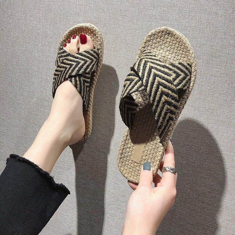 2020 Sommer-Sandalen und Pantoffeln neue Sandalen Flache Frauen Quer Pantoffeln koreanischen Mode Strand für Oberbekleidung Flip-Flops