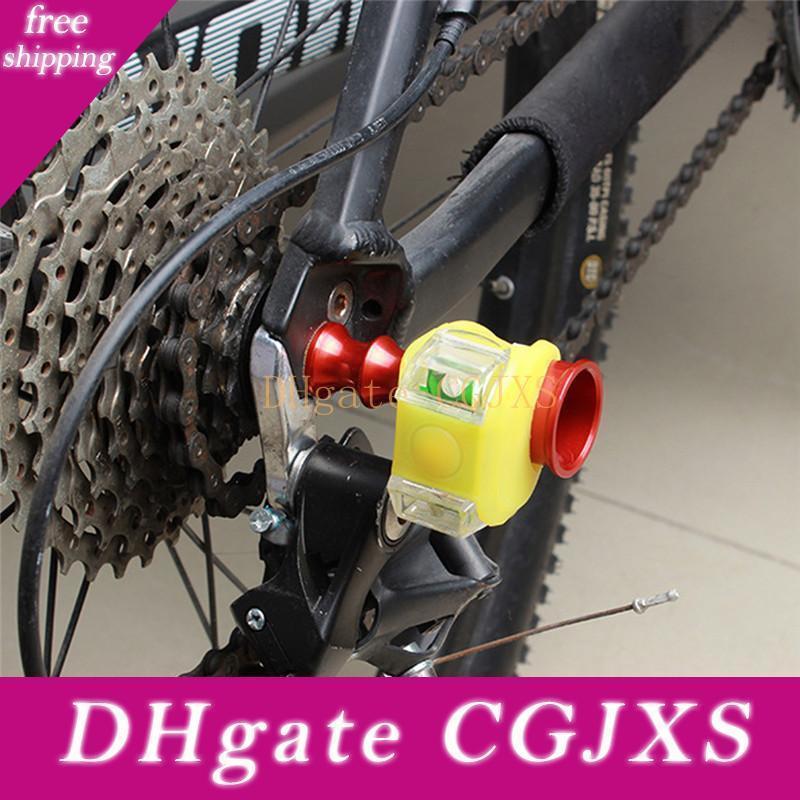 Bike Light Farol da lâmpada suporte para roda de liberação rápida Eixo traseiro Derailleur Protector