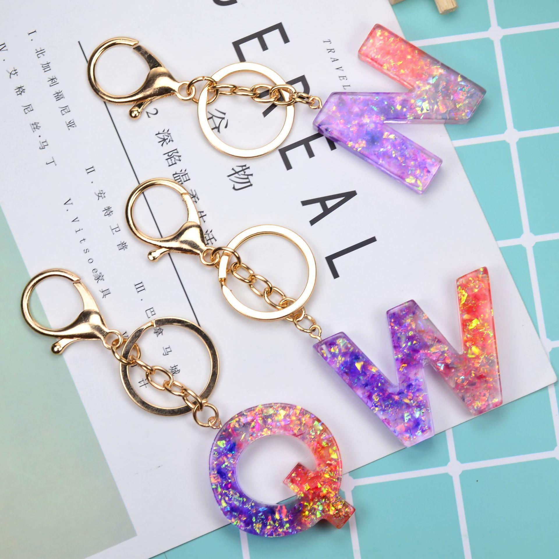 26 편지 아크릴 키 체인 A와 Z 열쇠 고리 열쇠 고리 창조적 인 사랑스러운 럭셔리 열쇠 고리는 가방 반짝이 펜던트 키 홀더 E92101 매달려 반짝이