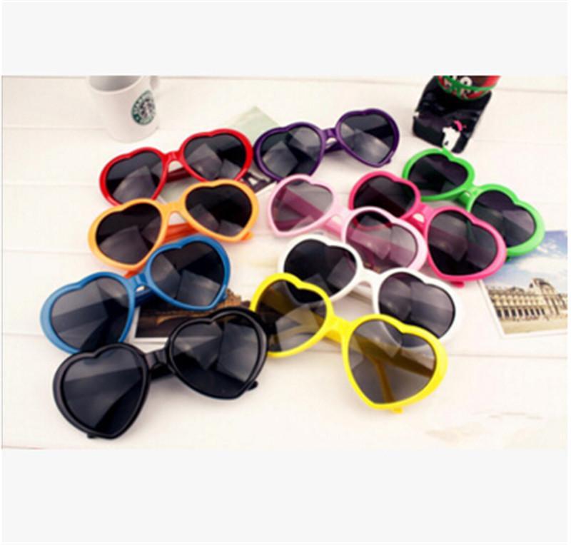 Moda Aşk Kalp Şekli Çok renkli Güneş Plastik Parti Gözlük Çerçevesi UV400 Ucuz Güneş Gözlükleri 13 Renkler