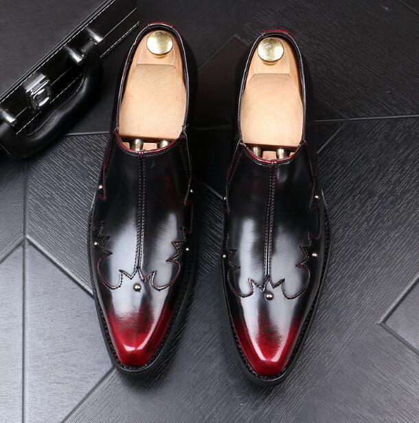 Männer England Nieten Kleid Lederschuhe spitzen Zehen Slip-On Luxus rote Unterseite Bürohochzeitsfest Wohnungen Faulenzer Leder Schuhe