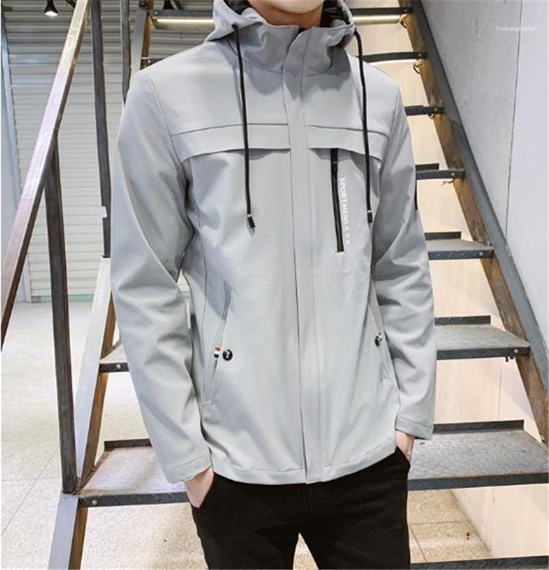 Katı Renk Erkek Tasarımcı Coats Hafif Uzun Kollu Dış Giyim Kapşonlu Standı Yaka Erkek ceketler İlkbahar Sonbahar Kasetli Rozet