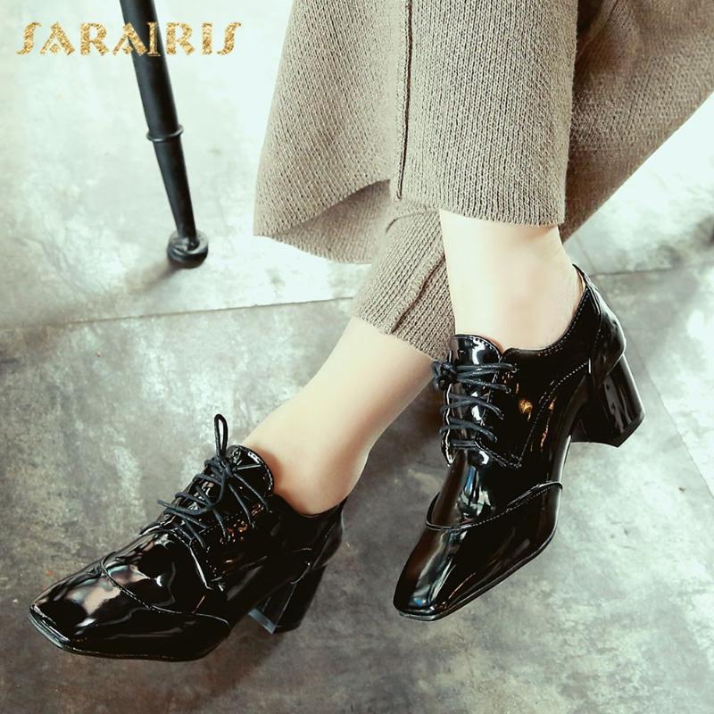 Обувь платье SARAIRIS 2021 Мода Большой Размер 43 Толстые каблуки Офисные Дамы Насосы Женщина Кружева Удар Черное Красное брошюра Женщина