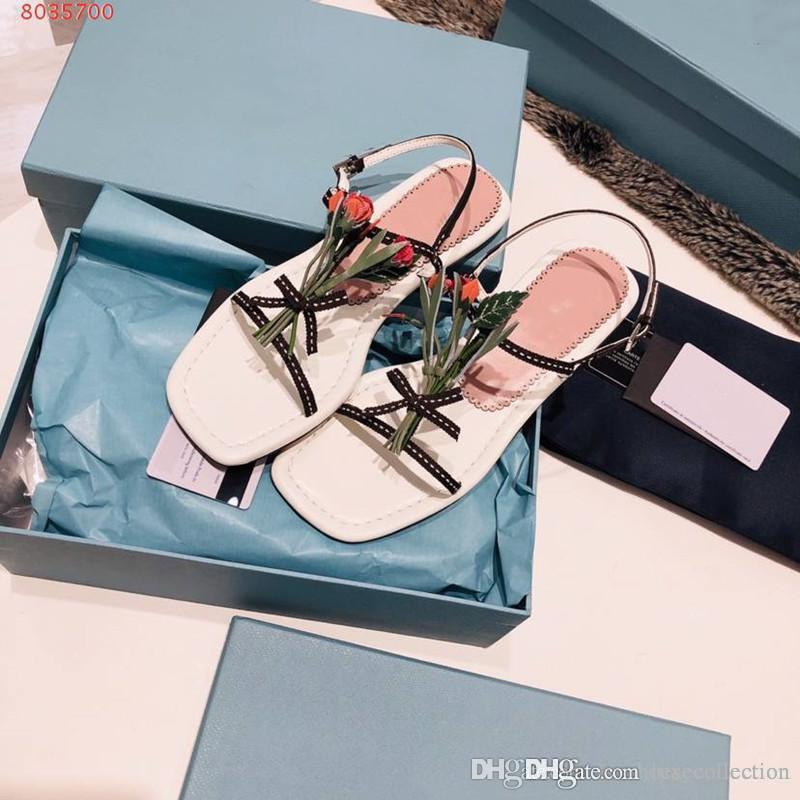 Primavera ed estate nuovi sandali del fiore per le donne pattini piani casuali di corsa esterna sandalo di tutti i giorni stile usura