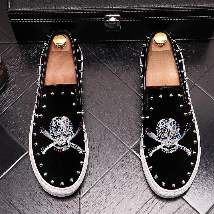 2020 la nueva manera de lujo del remache diamantes artificiales coloridas plataforma mocasines para hombres casuales zapatos de los planos masculino zapatos de baile estudiantes de mesa