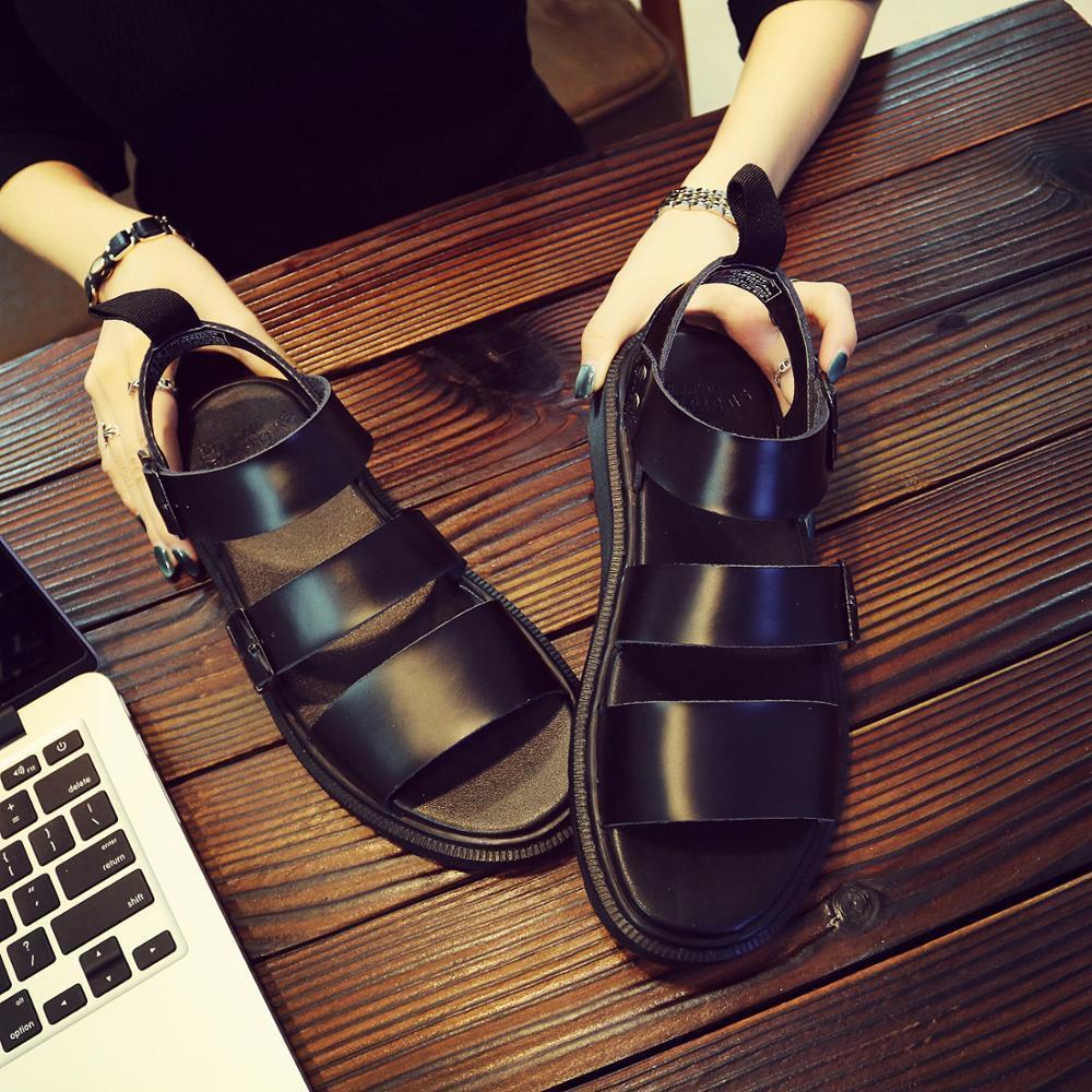 Femmes chaussures ouvertes Lady Sport Sandales évider Sandales frais extérieur Chaussures DR Martin Femmes plage Chaussures d'été 2020 Nouvelle Y200620