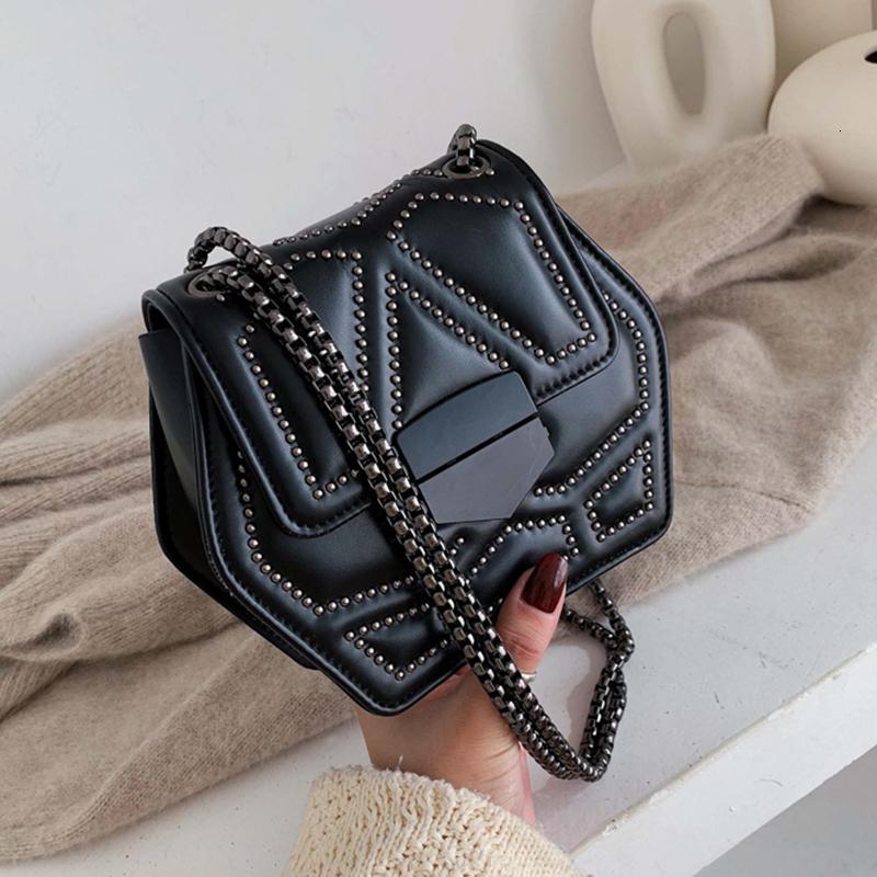 Малая Кожа PU Crossbody сумка для женщин 2020 Заклепки плеча Сумки Женщина путешествия сумки Cross Body Bag