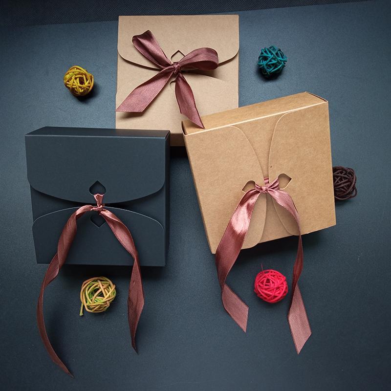 20шт с лентой бумаги Kraft конфеты коробка печенья Шоколадный торт пакет коробки Рождество День украшения Box пакет 14x14x5cm