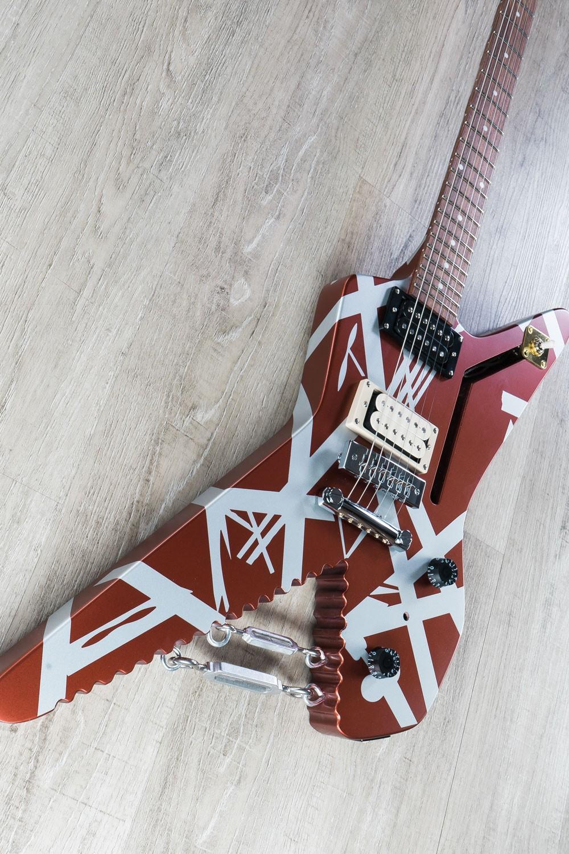 Edward vanalen Striped Series Shark Satin Urethan Burgund Silber Streifen E-Gitarren-Chrom-Augenhaken mit Turnvorgänge, Braid-Draht