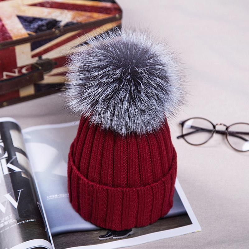 9 colores de piel Mujer Pom Poms del sombrero del invierno sombrero hecho para el invierno caliente grueso Gorros Cap mujeres de la alta calidad de Skullies Gorros