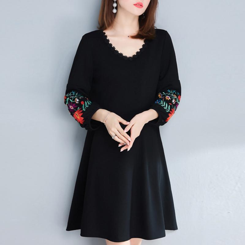Más tamaño Negro vestido de las mujeres bordado de flores elegante camiseta vestidos de manga de soplo del cuello V de lino Ropa T200819