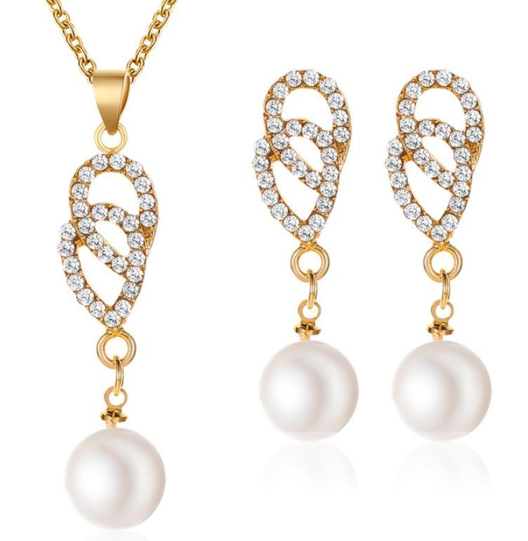 Hot-vente de perles jeu, tempérament goutte d'eau incrustée de diamants en deux parties boucles d'oreilles collier bijoux européens et américains de gros mode