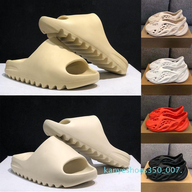 Summer Fashion Kanye West Mens Foam Runner Slipper Sandália óssea Resina areia do deserto Fuligem Triplo Branco Preto Womens Slides sandálias K07