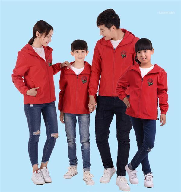 Kausale Outwears Familie Rose-Stickerei-Windschutzjacke Herren Frühling und Herbst mit Kapuze Neck Solid Color Reißverschluss dünner Mäntel Paare Mode