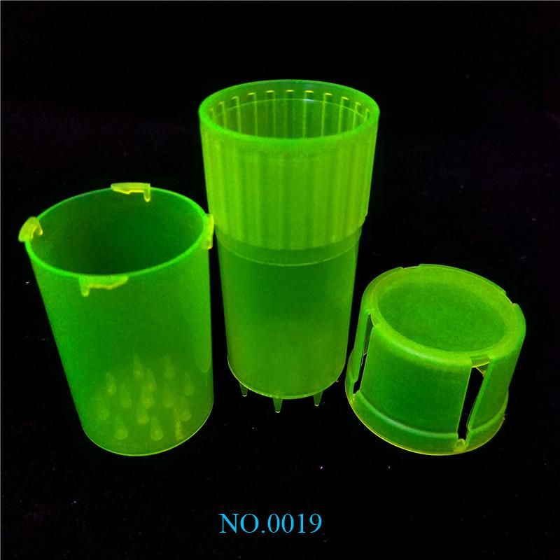 MOQ is 1 Piece Med Container 3 Parts Mini Plastic Grinders Secure twist lock system Plastic Cheap Herb Grinders For Sale ss