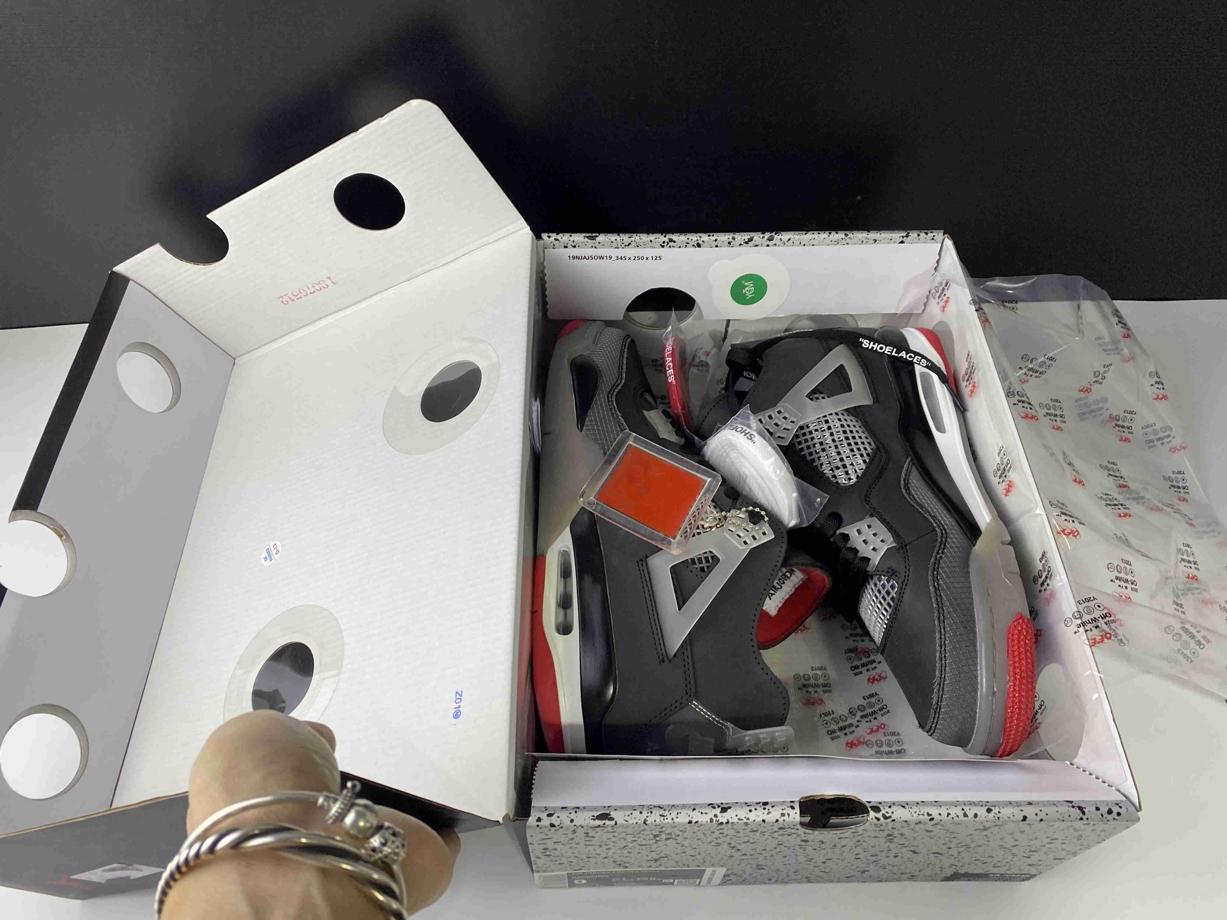 Yeni Erkekler 4S Kapalı Basketbol 4 Bred Siyah Beyaz Tasarımcı Lüks Koşu Spor Ayakkabıları Spor Üst Kalite Sneakers ile Kutusu Ayakkabı