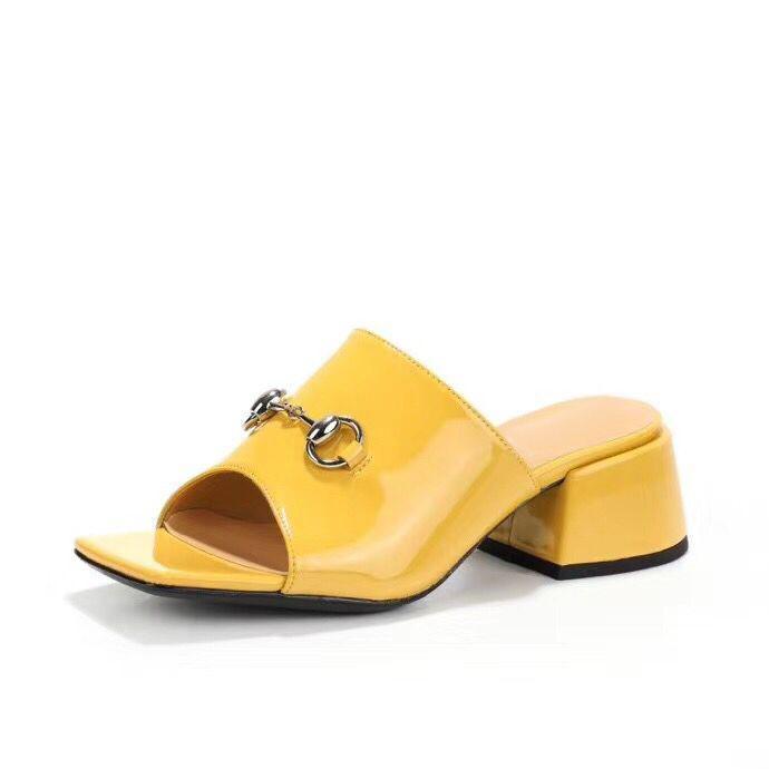 nova praia chinelos Verão Mulheres Shoes mais grossa calcanhar sandálias de couro de patente 100% senhora Metade chinelo de metal de alta salto alto sandálias 35-41