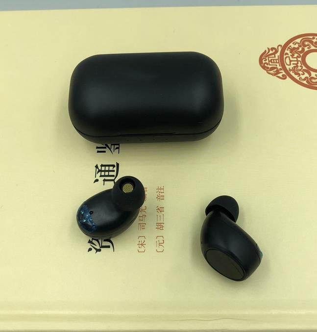 auriculares caliente Z8 Auriculares inalámbricos Bluetooth Mini sonido estéreo 5.0 Deporte Bluetooth en la oreja los auriculares Bluetooth TWS con caja de carga