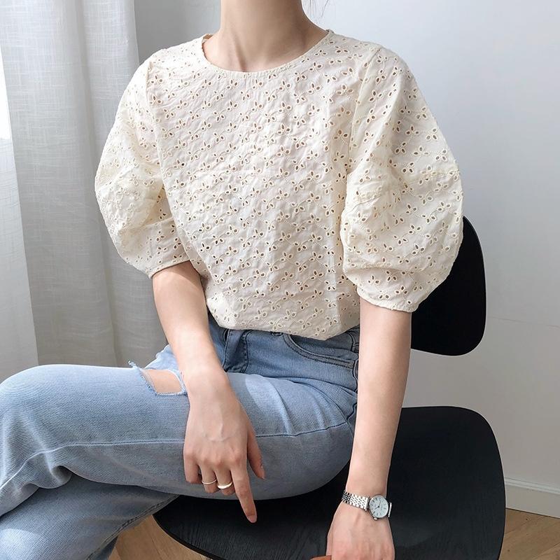 r7dqE Luxi häkeln Pullover Hohl heraus Pullover Hemd 213 Sinn Nische Frauen neue 2020 Sommerkleidung Blase Hülse Shirt-Design