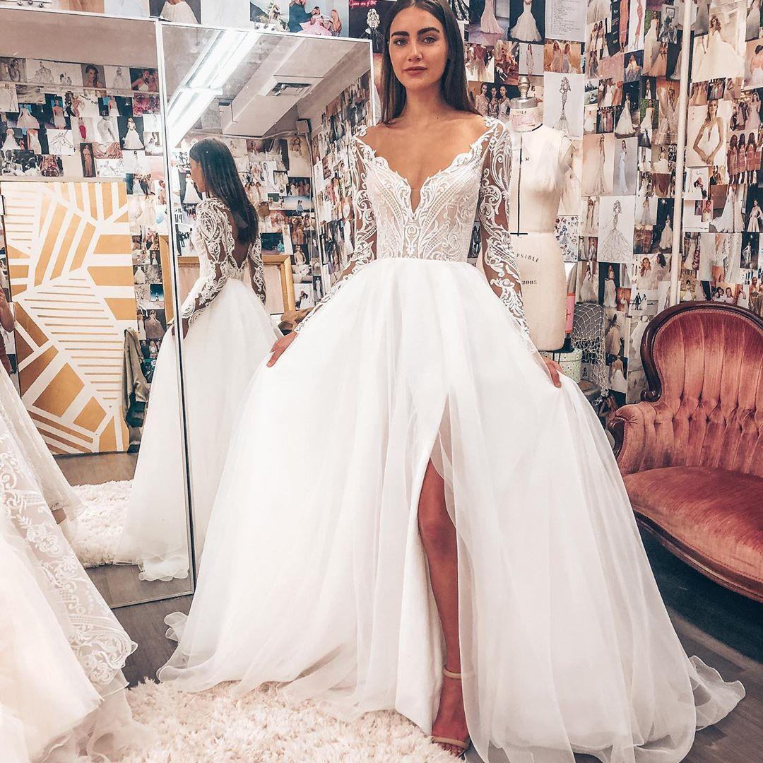 Sexy V NeckSide fendus d'une ligne robes de mariée Superbe dentelle Backless Robes de mariée Robes de mariée Tulle balayage train robe de mariée