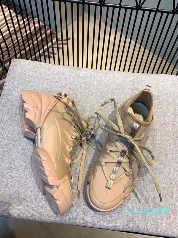 Nuovo progettista di cuoio nero bianco dei pattini casuali delle donne in oro rosa rossa comoda di modo L29 piatto scarpe da tennis