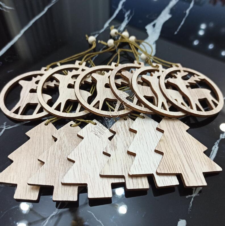12pcs / setleri Yeni Noel Ahşap kolye KAR ELK Şekli Moda Noel ağacı Süsleri Festivali Malzemeleri Hediyeler Hollowed aşımı Oyuncak D83103