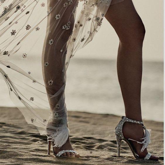 2020 Sommerfrauen Schuhe Sexy Sandalen europäischen Stil gefiederten Vamp mit Perlenanhänger