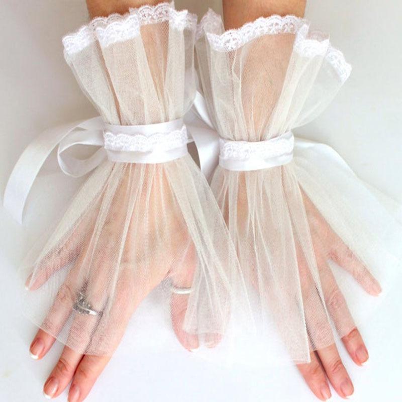 Los guantes de tul de novia románticos cortocircuito del cordón de las mujeres afiló guantes formales Guantes ocasión de la boda accesorios nupciales sin dedos de la muñeca Longitud AL6943