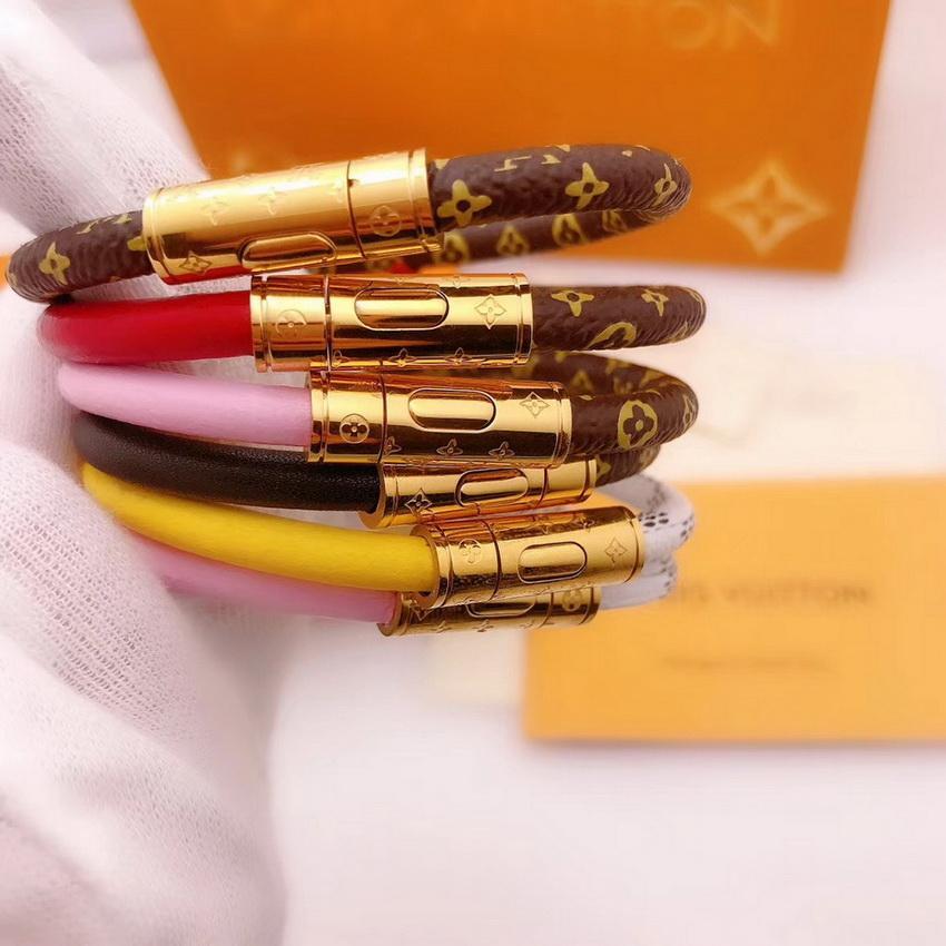أزياء نمط سيدة يطبع زهرة V رسالة مزدوجة اللون جلد سوار الإسورة مع 18k الذهب منقوش أربع أوراق زينة الزهور