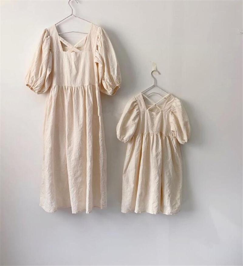 DB الكورية الجودة ins الفتيات الصغير الكتان العضوية القطن فساتين قصيرة الأكمام فارغة البيج الأطفال عارضة الأميرة اللباس