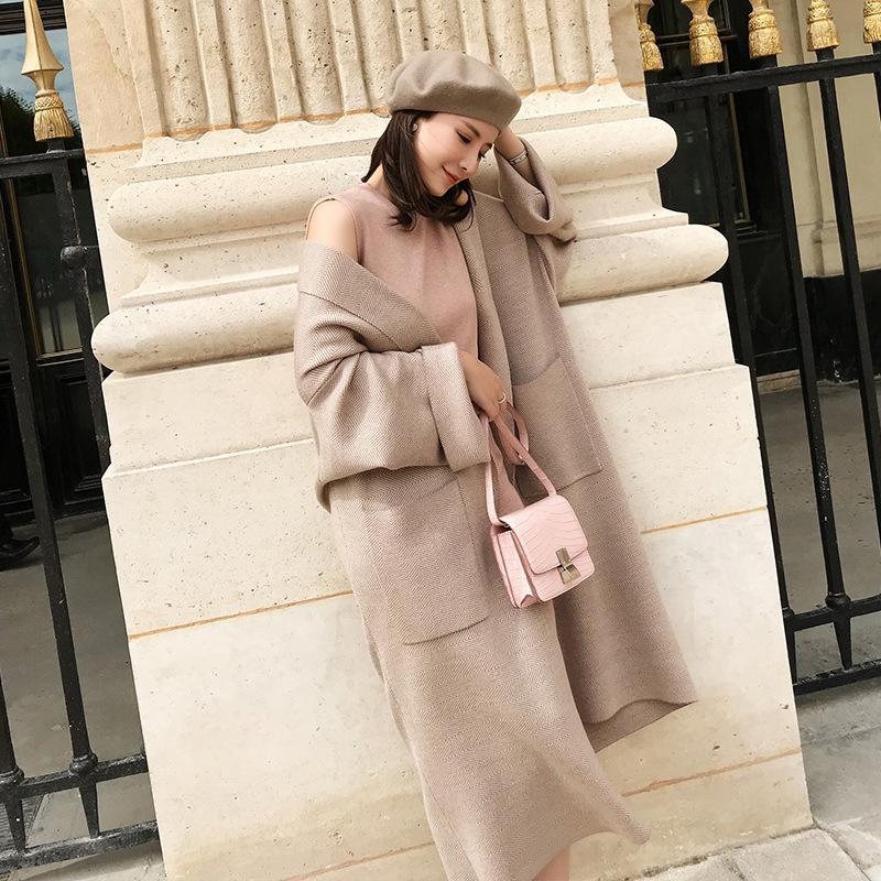 roupas de outono Brasão camisola 2020 novas roupas de primavera preguiçoso estilo camisola Mid-comprimento moda celebridade Internet revestimento das mulheres das mulheres solta malha