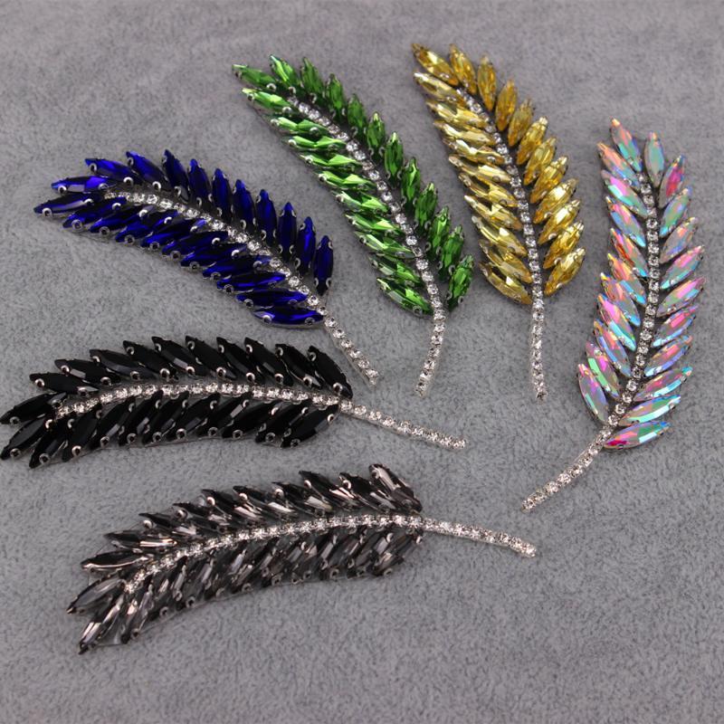 9.5x2.5cm AB Strass Blätter Feder Broschen Mode Gestickte Flecken-Eisen auf Sewing Kristallapplikationen für Anzug Kleid Schmuck
