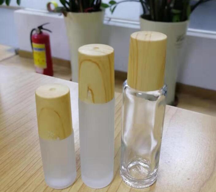Bouteilles en verre givré clair à rouleaux avec Fioles Conteneurs à billes à rouleaux en métal et en bois Grain en plastique pour Cap Essential bouteilles d'huile #