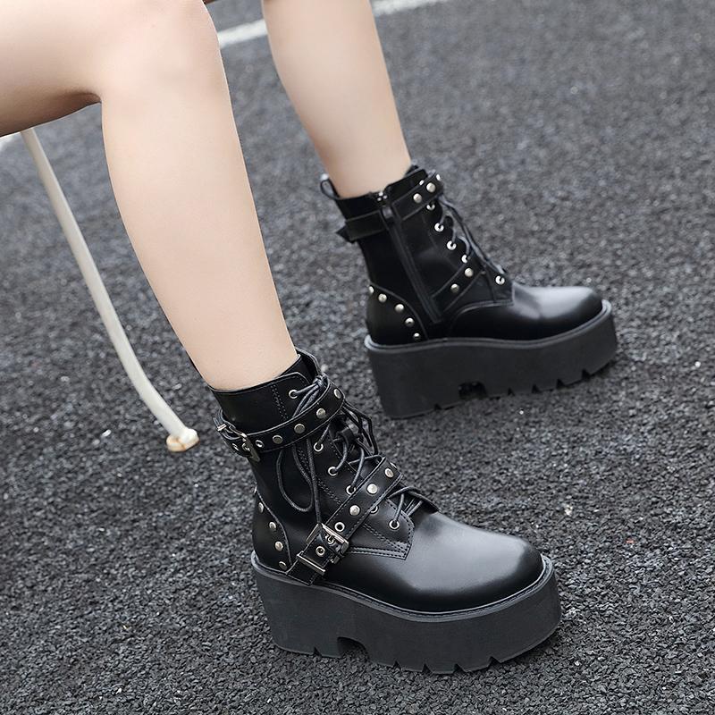 Женщины Rivet Boots платформа Ботильоны Черная кожа Gothic Punk пряжки ремень Женщины Средние каблуки Мото LJB176