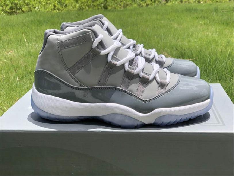 Yeni Gerçek Karbon Fiber 11 25. Yıldönümü Siyah Beyaz Metalik Şerit Erkekler Basketbol Ayakkabıları 11s Jumpman 23 Spor Sneaker Erkek Eğitmenler