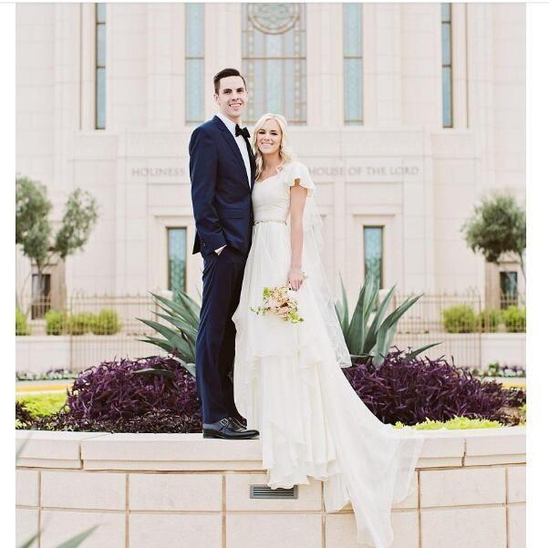 2020 de lujo de la mariposa del cordón floral largo vestido de manga Sheer Volver catedral de tren más el tamaño de vestido de novia árabe de Dubai Iglesia