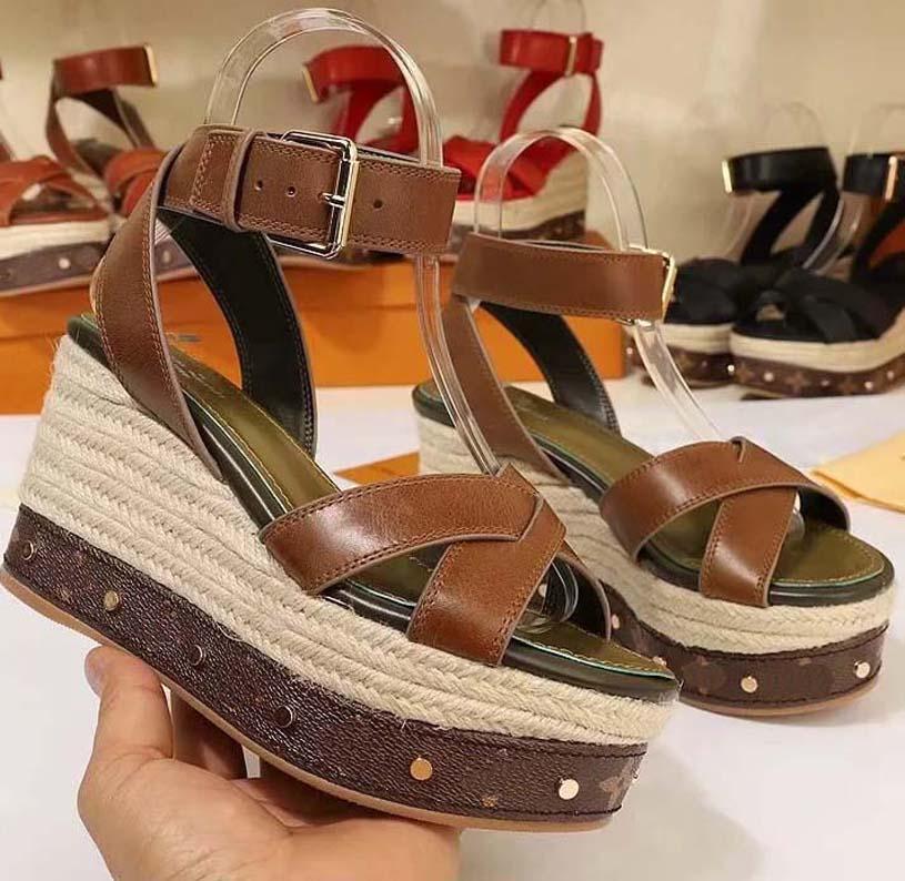 Las mujeres forman las sandalias del verano atractivo Pisos de lujo de cuero reales de las sandalias de la plataforma de diseño zapatos de los planos Zapatos de señora Beach B06 L5